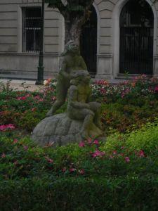garden statue © Amairani Alamillo