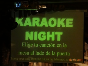 "Day 27 in España – ¡""Play It Again, Sam"", and Karaoke Night!"