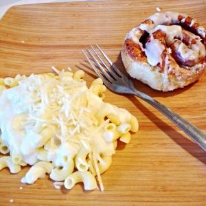 macaroni with alfredo sauce + cinnamon rolls!