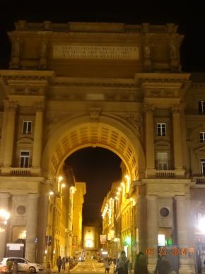 walking Florence bynight