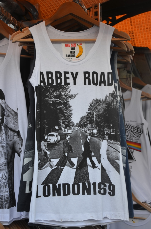 t-shirt of the famous Abbey Road Beatles poster